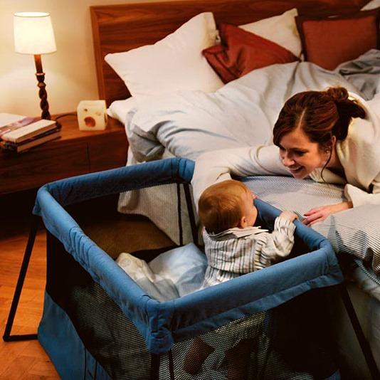 Детская кровать-манеж, складная: современное удобство