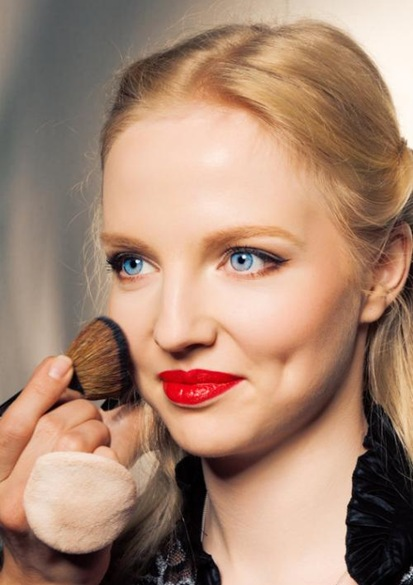 макияж с красной помадой