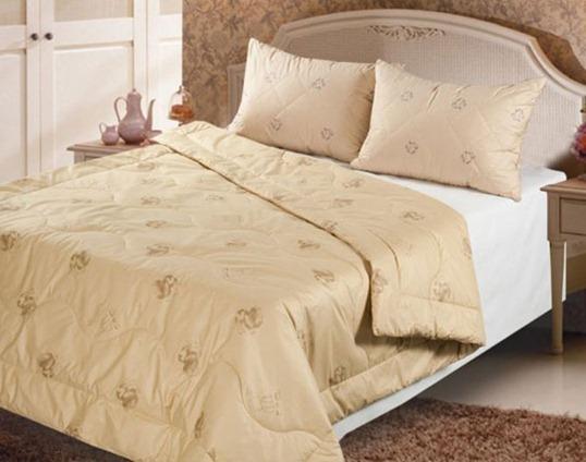 стеганное одеяло из верблюжьей шерсти