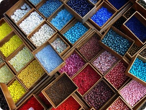бисер разных форм и расцветок