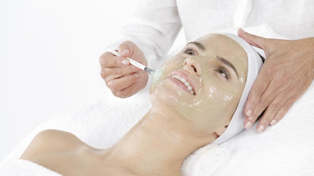 Чистка лица с помощью мягкого геля