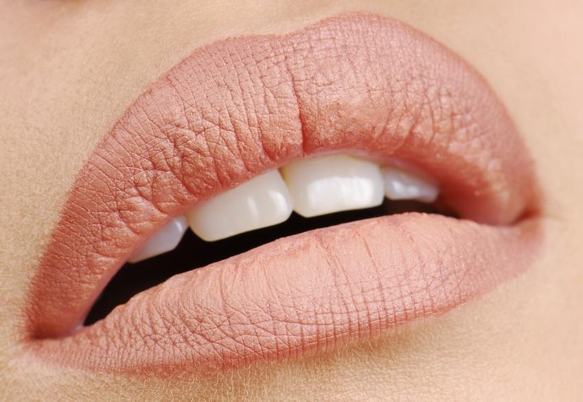 Красивые пухлые губы