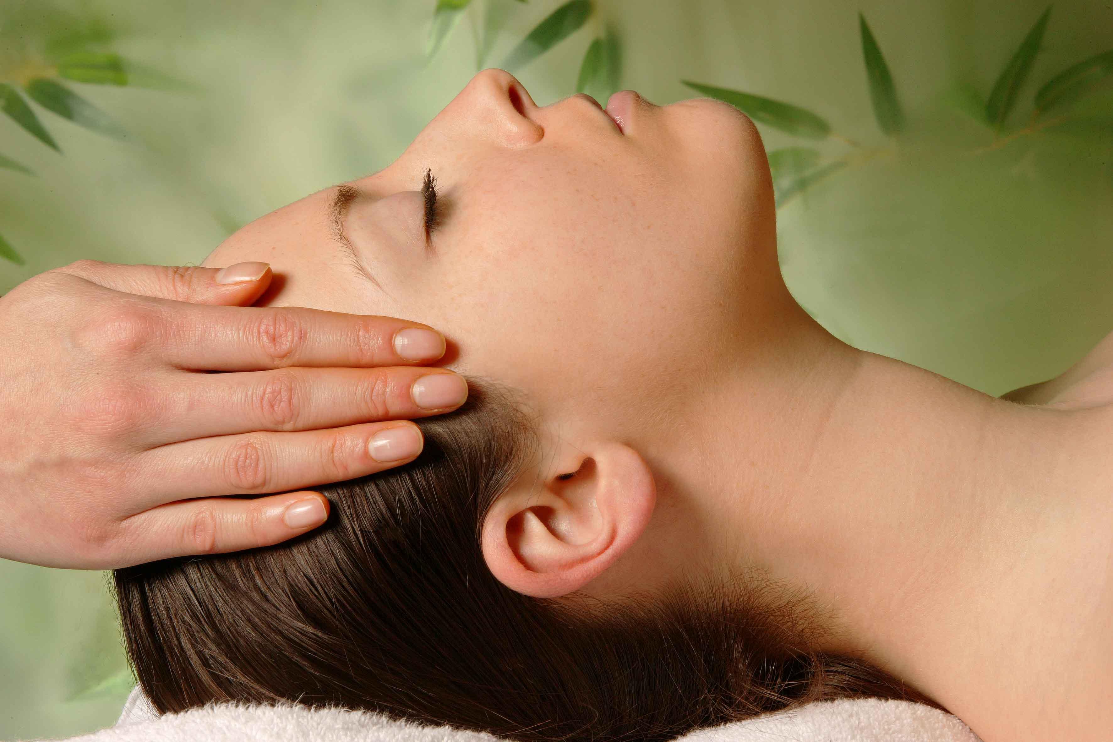 Круговые движения при массаже головы