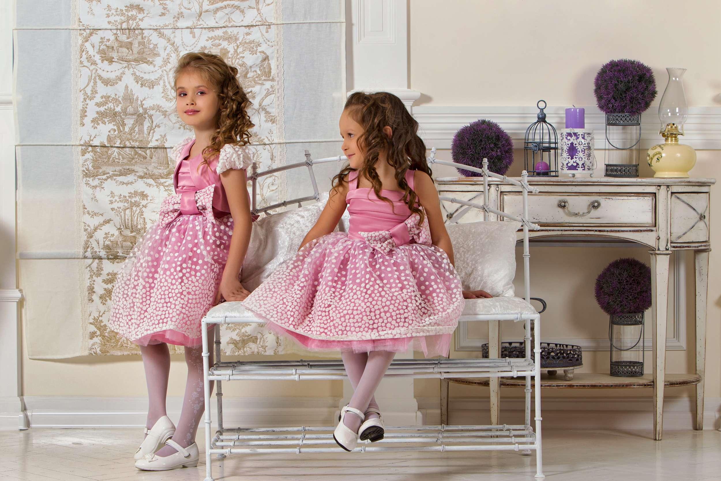 Платье с кружевами для девочек