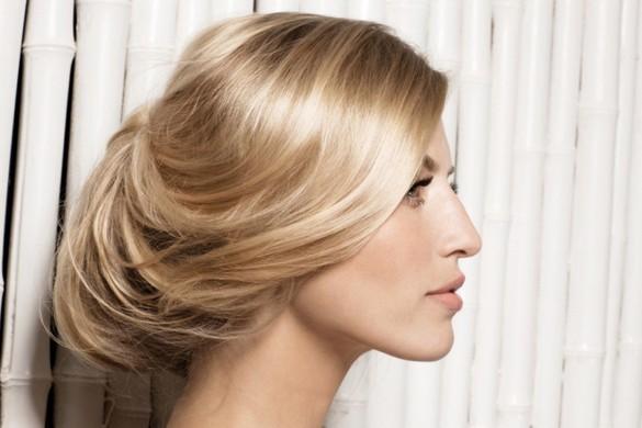 Прическа на средние волосы средней длины