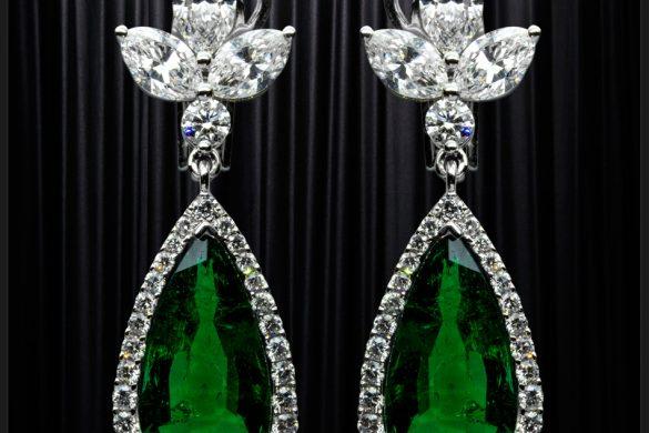 Серьги с изумрудами и бриллиантами