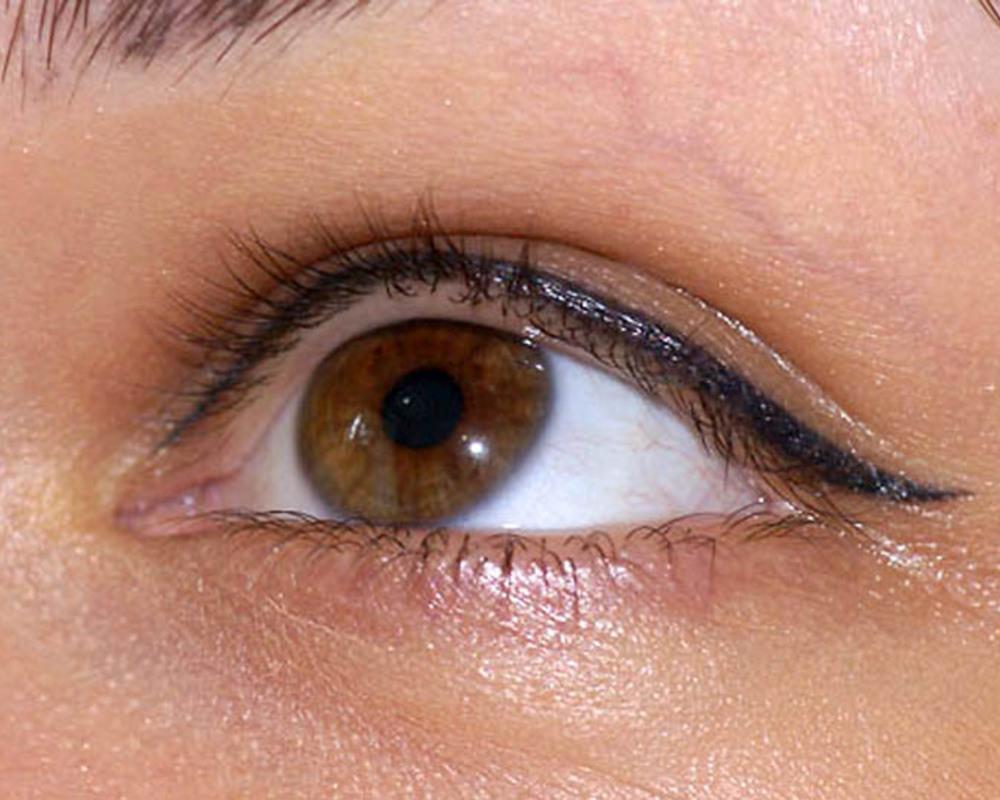 Стильный татуаж глаз