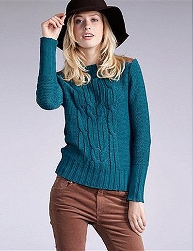 Схема вязания свитера спицами. Красивая короткая модель для модниц украшена поперечной «косой», такую вещь можно одеть сверху платья, с джинсами и юбками