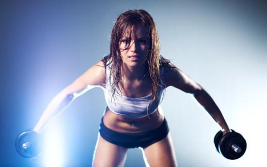 Современные упражнения для похудения с гантелями.