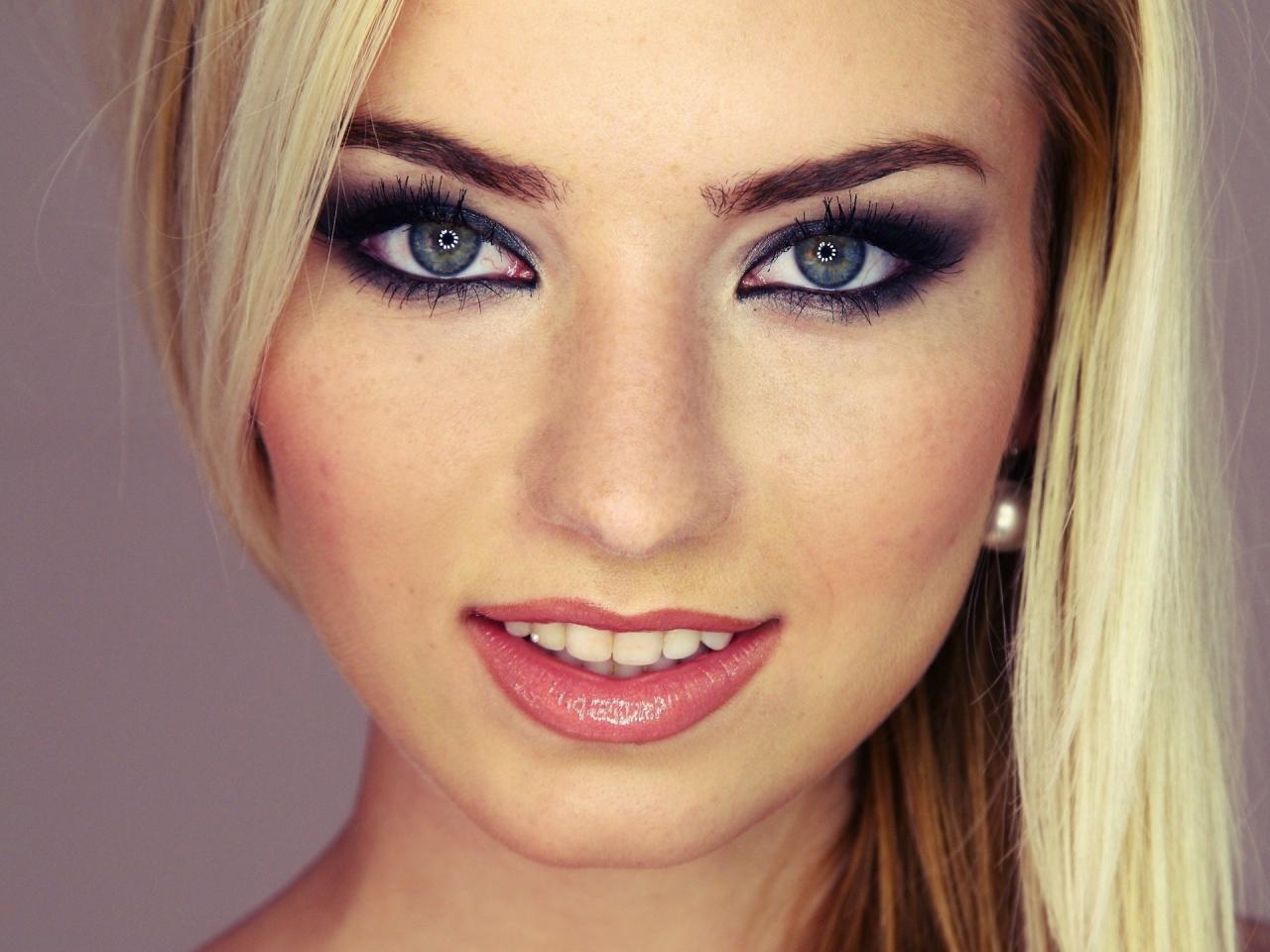 Серо голубые глаза макияж