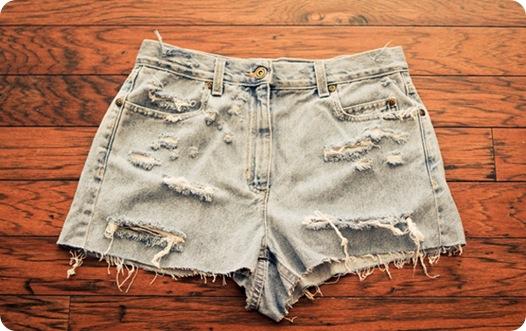 Как сделать рваные джинсовые шорты
