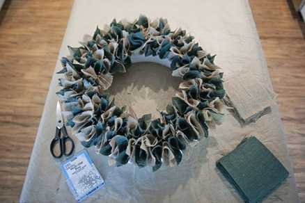 Венки из лоскутков своими руками 43