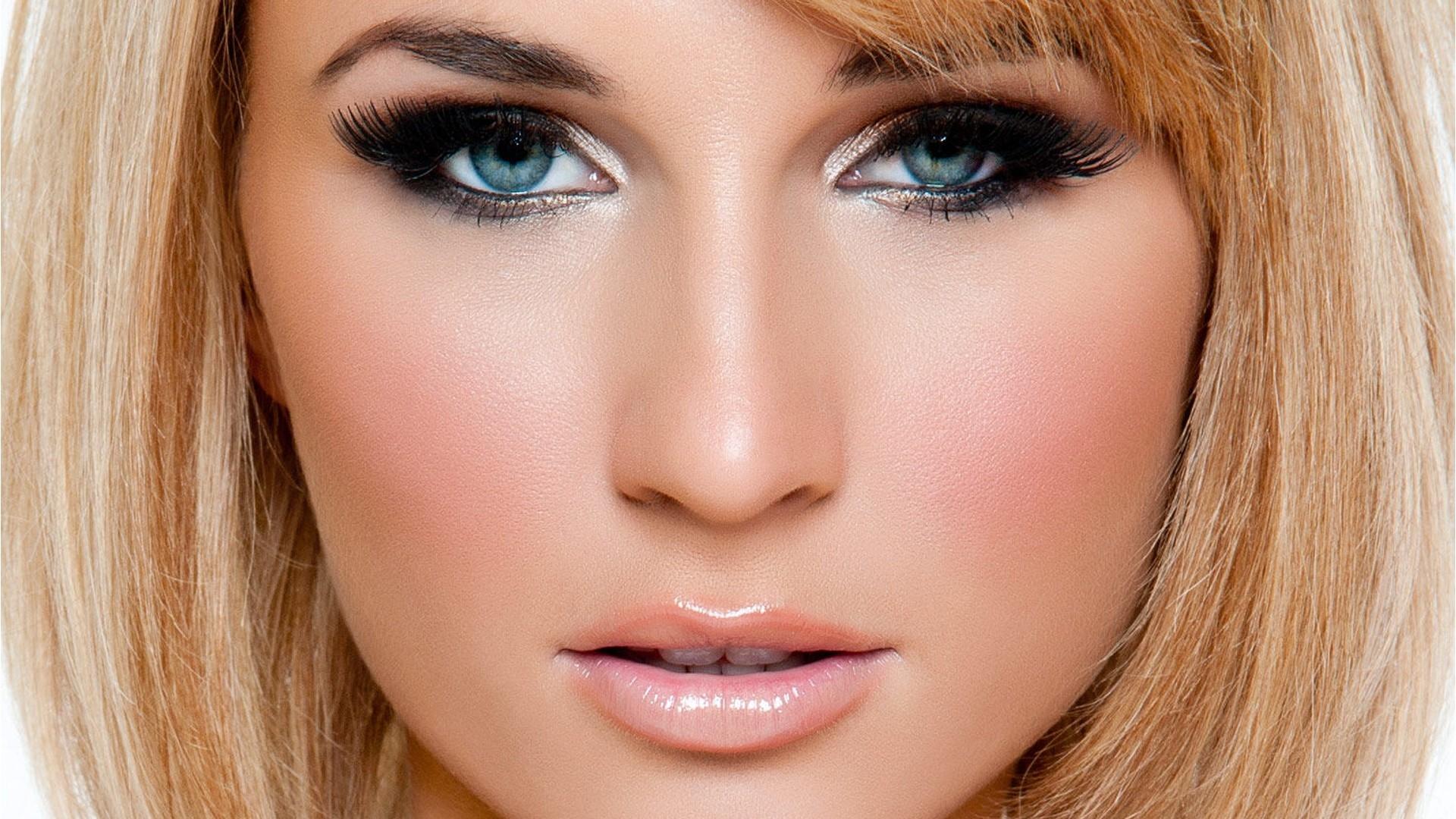 happy-blue-eyes-makeup-get-your-eyes-into-beautiful-one-with-the-eyeshadow-for-blue-eyes Макияж для голубых глаз (42 фото): красивый повседневный make-up для серо-голубых глаз и русых волос, нежный и яркий, пошаговые инструкции