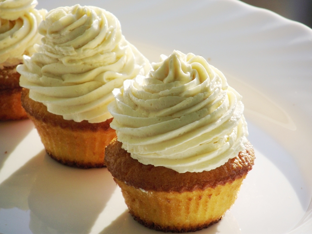 Пирожное с творожным кремом