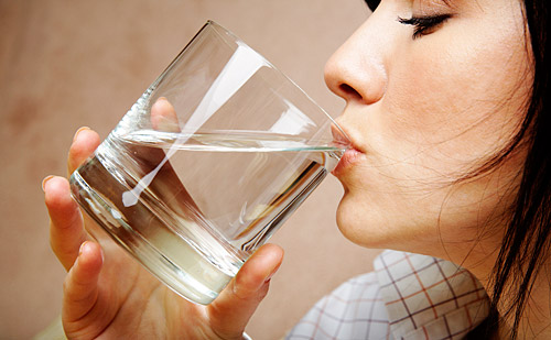 woman_drinking_water